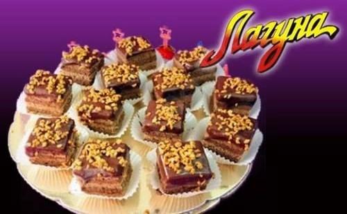 15 Броя Разкошни Петифури с Баварски или Шоколадов Крем от Виенски Салон Лагуна
