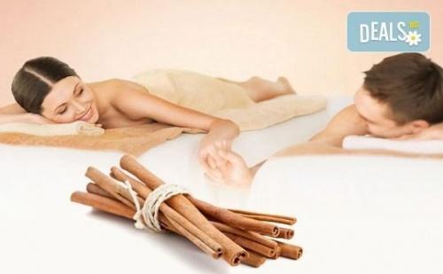 Ароматен релакс масаж на гръб с канела за ДВАМА плюс Hot stones и масаж на лице в SPA 'Senses Massage & Recreation'