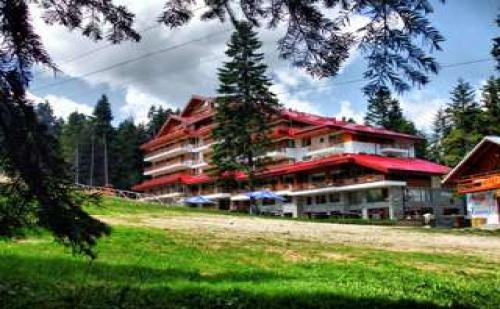 Лукс в планината за майски празници, Перфектна почивка със закуска и СПА Клуб Хотел Янакиев, Боровец