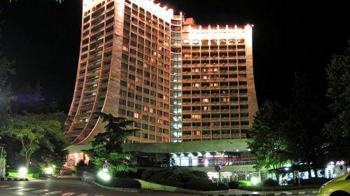 В центъра на Албена със закуска и вечеря ползване на 2 басейна Хотел Добруджа