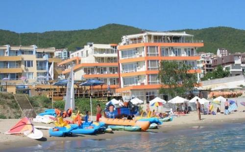 Почивка на плажа в Свети Влас, хотел Ирис, AI