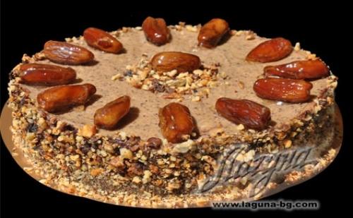 """Шоколадова торта """"ФУРМИ"""" с нежен орехов крем и сладки фурми от сладкарница """"Лагуна"""""""