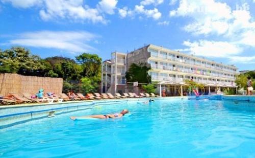 All Inclusive + басейн през Юли и Август в хотел Дана Парк, Златни пясъци
