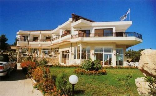 Лятна Почивка в Гърция, Pashos Hotel 2*, 5 Нощувки + Закуски + Вечери в Двойна Стая