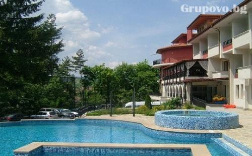 Почивка в Троянския Балкан! Нощувка със закуска + басейн за 30 лв. в Парк хотел Троян