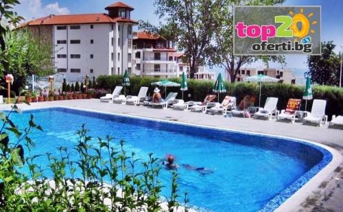 Нощувка за ДВАМА със закуски и вечери + Открит басейн + Гледка море на 150 м от плажа в хотел Жасмин, Бяла, от 58 лв. на вечер!