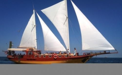 Петчасов Яхтен Круиз с яхта Трофи от Созопол до остров Света Анастасия + сандвичи, плодове и напитки