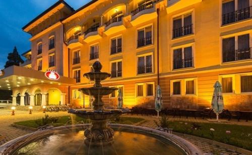 Есен в Кюстендил, STRIMON GARDEN SPA HOTEL 5*: Нощувка със закуска и вечеря
