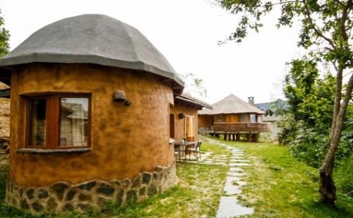 Тръпка в Огняново, луксозни ЕКО КЪЩИ към Хотел Валентина Касъл: Нощувка със закуска за двама
