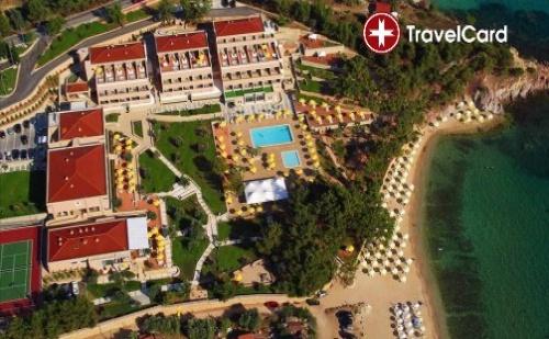 Пакет нощувки за двама възрастни плюс дете до 6г. с включени закуски, вечери, чадъри и шезлонги на морския плаж на първа линия в комплекс Роял Парадайз*****, Тасос, Гърция  ...