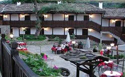 Романтичен уикенд до Боженци, нощувка със закуска за двама от хотел Фенерите