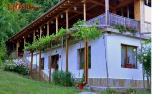 Екоселище Синият Вир, село Медвен! Нощувка + закуска, обяд и вечеря само за 29,90 лв на човек