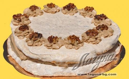 """НОВО от Виенски Салон Лагуна! Бяла целувчена торта с крем маскарпоне, ягоди и бадеми ИЛИ Целувчена торта """"Орехова целувка"""""""