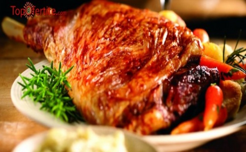 Агнешко печено с дроб сърма и зелена салата за четирима + опция поръчка за вкъщи от ресторант Мамбо