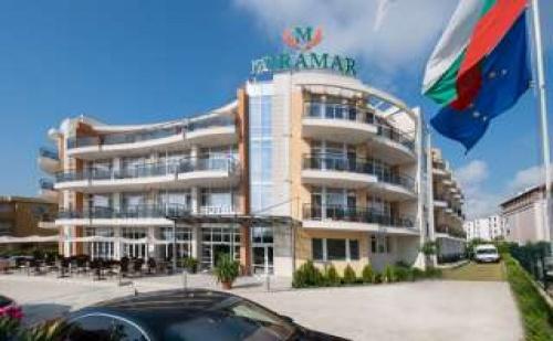 Лято 2017 на метри от плаж Каваци, 5 дни полупансион в нов хотел Мирамар до 07.07