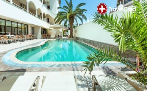 Пакет нощувки за двама или трима възрастни плюс дете до 14 г. с включени закуски, вечери, чадъри и шезлонги при басейна в хотел Елинотел Полис*** (Elinotel Polis Hotel 3*), Халкидики,  ...