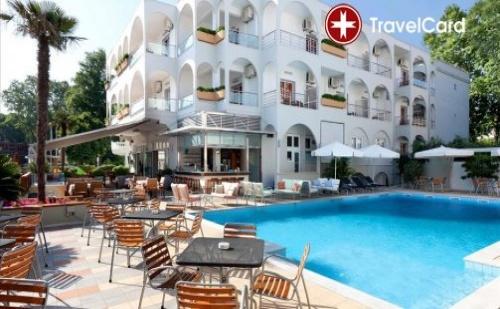 Пакет нощувки за двама възрастни плюс дете до 12 г. с включени закуски и вечери, безплатни чадъри и шезлонги на басейна в хотел Кронос**** , Олимпийска Ривиера, Гърция