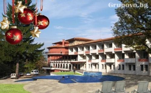 Нова година в планината! 3 нощувки със закуски, празнична вечеря  + басейн в Парк хотел Троян