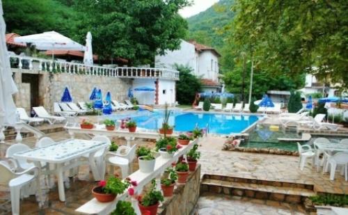 Релакс в Огняново, хотел ЕЛИС: Нощувка със закуска за ДВАМА + Минерален басейн и МИРО