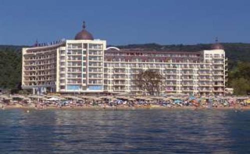 Петзвезден лукс на самия морски бряг, със закуска и вечеря в Хотел Адмирал, Зл. пясъци