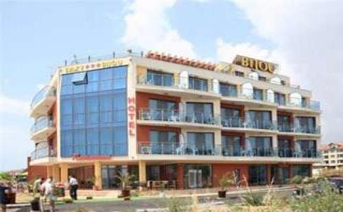 На първа линия в Равда, 5 дни със закуски и вечери в Хотел Бижу