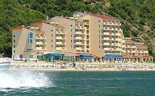 Лятна ваканция първа линия с чадър на плажа, 5 дни All Inclusive до 11.07 в Роял Бей, Елените