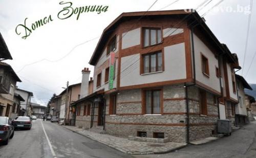 Почивка в Банско! Нощувка със закуска или закуска и вечеря + сауна в хотел Зорница.