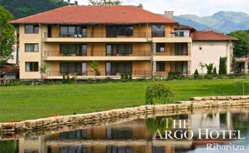 8-ми Март в Рибарица! 1 или 2 нощувки със закуски + празнична вечеря и ползване на СПА център в хотел Арго