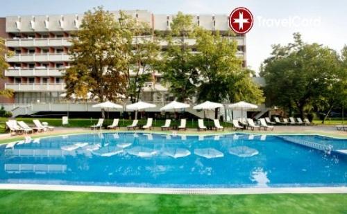 Нощувка за двама или трима възрастни плюс до две деца до 12 г. с включени закуски, ползване на външен и вътрешен минерален басейн и SPA в хотел Сана Спа **** , гр. Хисаря