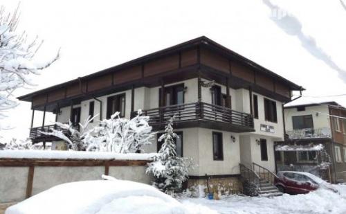 Зима в Добринище! Нощувка, закуска и вечеря в къща за гости Елит