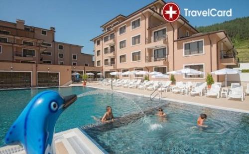 Нощувка за двама плюс до две деца до 12 г. с включени закуски,ползване на външен и вътрешен басейн с минерална вода и СПА зона в хотел Вела Хилс****, гр. Велинград