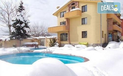 Зимна ваканция в семеен хотел Ив 2*, Велинград! 3/4/5 нощувки със закуски и вечери, ползване на минерален басейн!