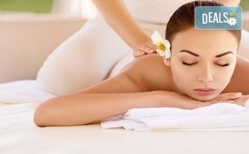 70-минутна терапия с класически, релаксиращ или тонизиращ масаж на цяло тяло по избор и бонус масаж на лице или стъпала в RG Style!