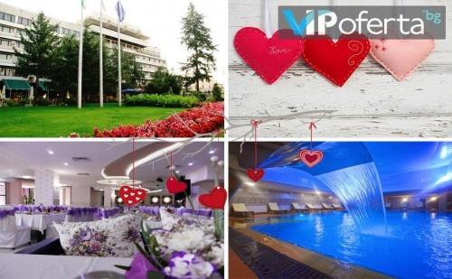 Двудневен пакет със закуски и вечери + бутилка вино и специалното участие на Орхан Мурад в Хотел Казанлък***