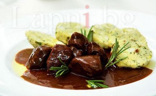 Обяд или Вечеря в Чехословашки Клуб Ресторант! Гулаш с кнедли и Пивоварски Шницел