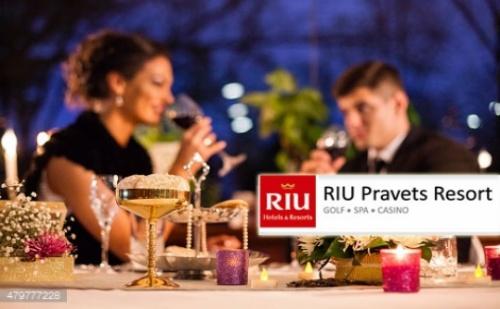 14 Февруари в RIU Pravets Resort: Нощувка със Закуска и Вечеря на блок-маса + Бутилка Вино + Голф и Боулинг + Вътрешен Басейн и СПА