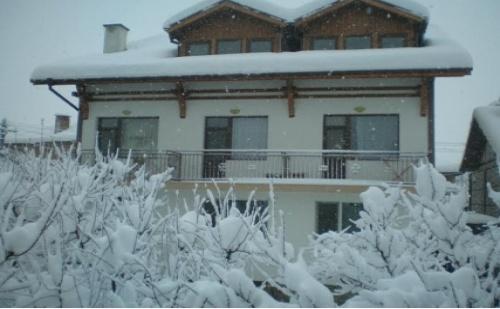 СКИ - СЕЗОН в ДОБРИНИЩЕ, Къща за гости Гърбеви: 2 Нощувки с домашни Закуски