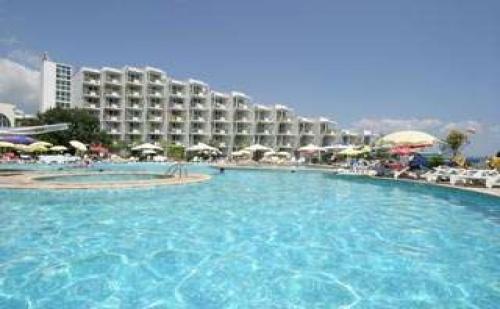 All inclusive на морския бряг в Албена до 09.07 с чадър и шезлонг на плажа от хотел Лагуна Бийч