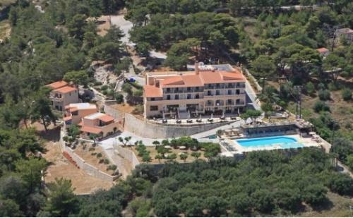 ЛЯТО 2017 в Гърция, Халкидики с автобус! HOTEL FOREST PARK 3*: 7 нощувки със закуски и вечери + Транспорт за ДВАМА