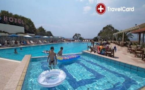 Пакет нощувки за двама,трима или четирима възрастни плюс дете до 12 г. с включени закуски и вечери, безплатни чадъри и шезлонги на басейна на първа линия в хотел Аристотелес  ...