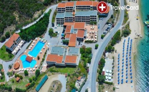 Пакет нощувки за двама възрастни плюс дете до 14 г. с включени закуски и вечери, ползване на открит басейн в хотел Теоксения****, Халкидики, Гърция