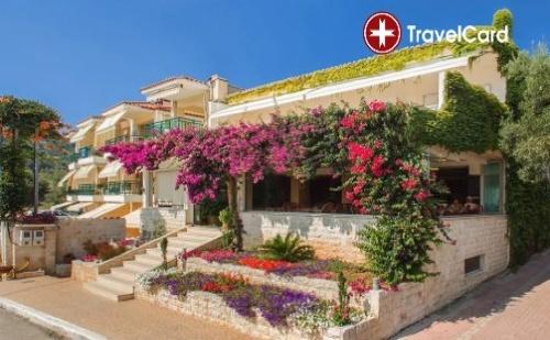 Пакет нощувки за двама или трима възрастни плюс дете до 12 г., с включени закуски и вечери, в хотел Лутра Бийч*** (Loutra Beach Hotel 3*), Халкидики, Гърция