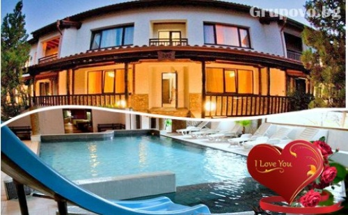 Свети Валентин, СПА и басейн с минерална вода. Двудневен романтичен пакет за ДВАМА в К-с Пири, Баня, до Банско!