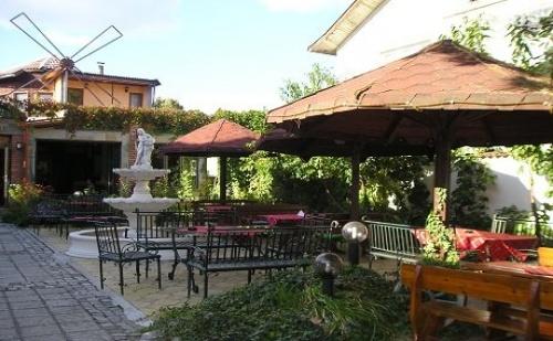 Почивка в Хисаря! Нощувка, закуска, обяд и вечеря в ресторант – хотел Цезар