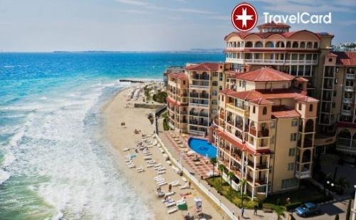 Нощувка за двама възрастни плюс дете до 12 г. на база ALL Inclusive с включени безплатни чадъри и шезлонги на морския плаж и безплатен достъп до Аквапарка на първа линия в хотел  ...