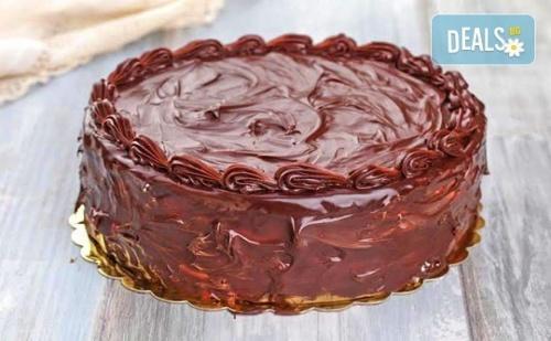 Шоколадова Торта с блат Мъфини, Шоколадов Крем и Шоколадова Глазура от Майстор-Сладкарите на Muffin House!
