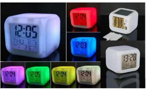 LED часовник със сменящи се цветове
