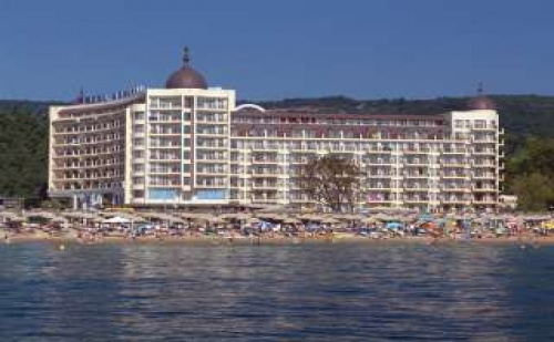 Петзвезден Лукс на Самия Морски Бряг, със Закуска и Вечеря до 11.07 в Хотел Адмирал, Зл. Пясъци