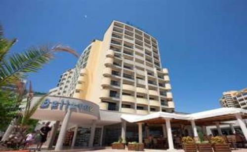 Слънчево лято с чадър и шезлонг, 5 дни All Inclusive до 05.07 в Хотел Белвю, Сл. бряг