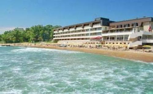 All inclusive лято 2017 в ТОП курорт до 13.07, минерални басейни, чадър и шезлонг на плажа Хотел Нимфа, Ривиера